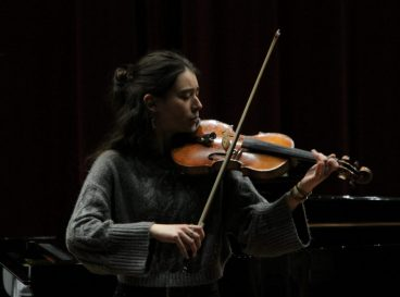 Etudiante violoniste - Carte Blanche